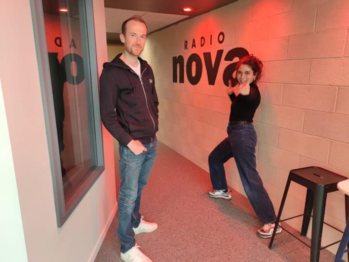 Armel Hemme et Sarah-Lou Bakouche entament leur deuxième saison en tandem à la matinale de Radio Nova. © Radio Nova.