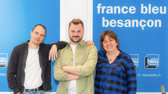 De gauche à droite : Dimitri Imbert (journaliste), Pol Laurent (animateur) et Marion Streicher (journaliste), l'équipe de la matinale de France Bleu Besançon © William B
