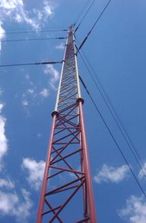 L'émetteur de Bretagne 5 à Saint-Gouéno...  prêt à fonctionner
