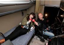 RTL Petit Matin en direct de la cabine d'un camion, sur le parking d'un relais-routier, le mois dernier © Abaca Presse pour RTL.