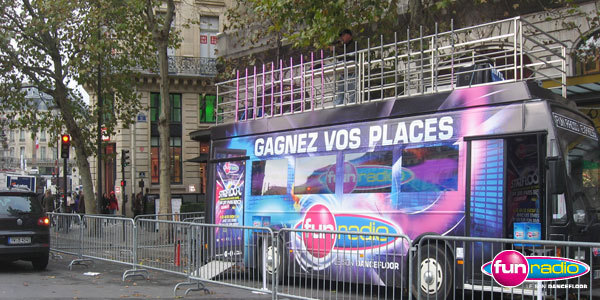 Le bus Starfloor sur la Place Diaghilev