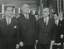 Le Général arrivant à la Maison de la Radio