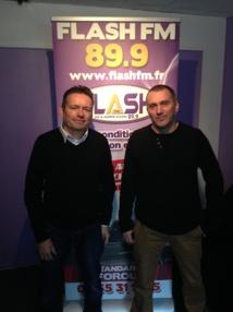 Pascal Thomas (g) et Denis Surfys. Malgré son nom, Flash FM fait bien plus que de parler des radars!