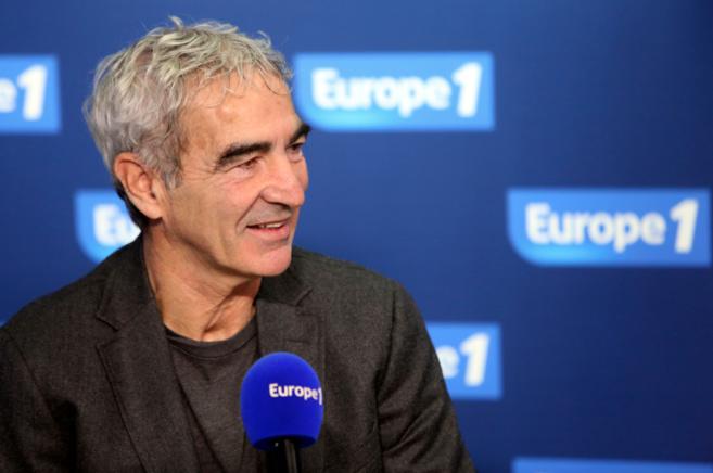 """Dans """"l'équipe choc"""" d'Europe 1 : Raymond Domenech, consultant d'Europe 1, sélectionneur de l'Equipe de France de 2004 à 2010, finaliste de la Coupe du monde en 2006"""