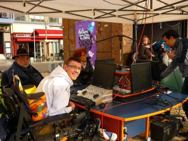 """L'équipe de Radio Andalhone lors d'une des nombreuses émissions en direct de la webradio, à l'occasion du festival """"la culture dans tous les sens"""", à Clermont-Ferrand"""