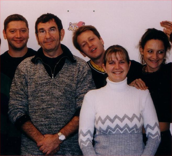 Les fondateurs de Radio Junior, il y a maintenant quinze ans, avec le parrain Richard Gotainer. Fabrice Lafitte est au centre