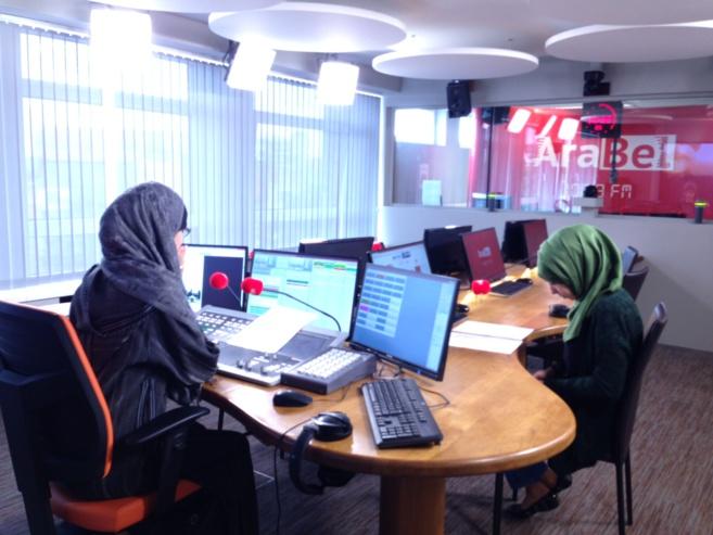 AraBel FM est une radio belge généraliste et indépendante basée et émettant à Bruxelles. La station diffuse en deux langues : français et arabe, au moyen d'une combinaison FM et internet