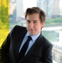 """Jean-Mathieu Pernin présente """"Les informés de France Info"""" chaque soir à 20h afin de provoquer le et les débats autour de l'actualité"""