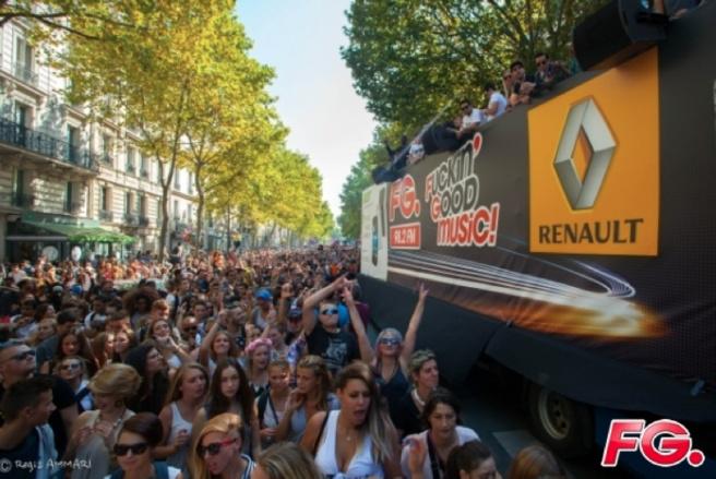 Succès du char de Radio FG à la Techno Parade