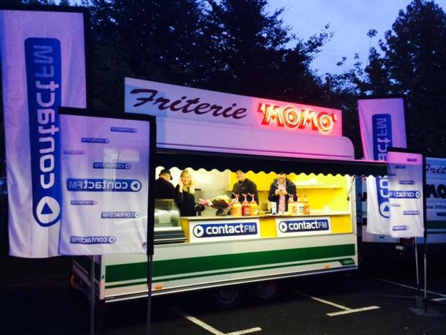 La friterie Momo s'était spécialement installée hier matin sur le parking de Contact FM
