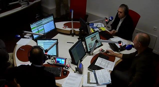Claude Esclatine, directeur du réseau national France Bleu, avait tenu ce matin à faire le déplacement dans les nouveaux studios de France Bleu Béarn