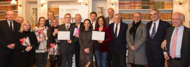 L'équipe de Radio Temps Rodez entourée des membres du jury et des 2 autres lauréats