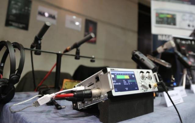 Le Salon de la Radio a permis de mettre en avant de très nombreuses nouveautés techniques durant 3 jours © Serge Surpin