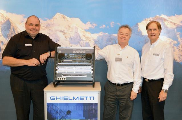 Robert Habersaat, responsable des ventes et du marketing à Ghielmetti AG, Jean-Philippe Blanchard, directeur Broadcast à Audiopole et Hans-Peter Schwaninger, le patron de  Ghielmetti AG