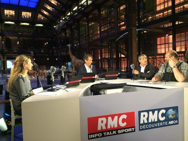 """Pour la première fois, les antennes de RMC, RMC Découverte et BFMTV délocalisent leurs antennes en direct du Muséum national d'Histoire naturelle, de 6h à 10h, pour la matinale """"Bourdin Direct"""", présentée par Jean-Jacques Bourdin"""