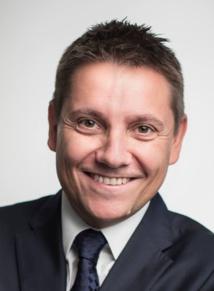 Avec Sounstou, Mathieu Quétel parvient à proposer une approche renouvelée des relations institutionnelles. Et ça compte pour les dirigeants des radios