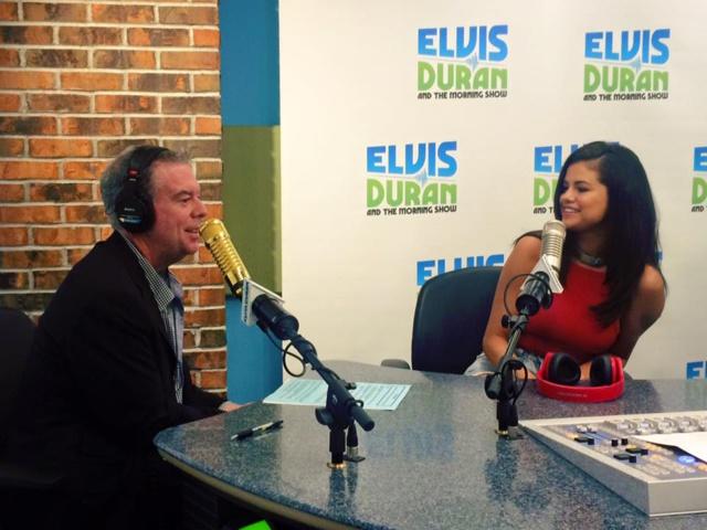 Elvis Duran ici avec Selena Gomez