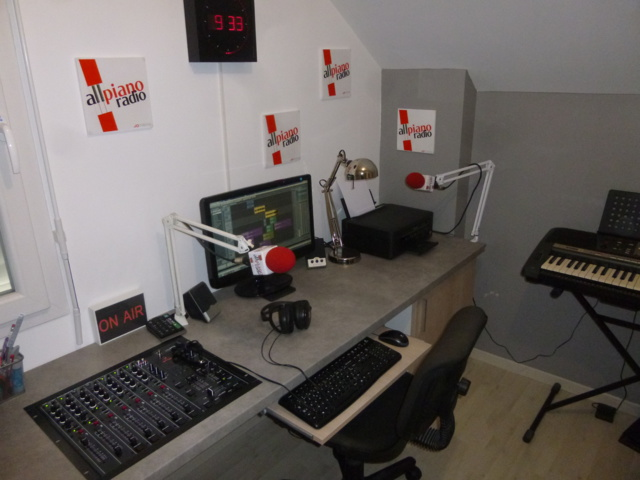 Le studio, tout simple, de la webrado All Piano Radio