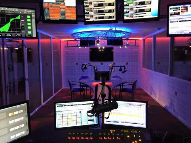 Fréquence Plus a été créée en 1986 par Maurice Eustache. Elle émet désormais grâce à 11 fréquences en Bourgogne Franche-Comté