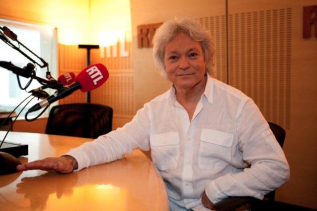 Georges Lang est aux commandes des Nocturnes depuis qu'il a créée l'émission en 1973. C'est avec une grande fierté qu'il affiche l'une des plus grandes longévités en radio © Abaca Press - RTL