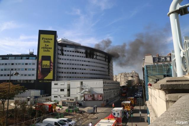 Le 31 octobre 2014, un incendie s'était déclaré à la Maison de la radio et avait principalement touché le 8e étage dans une aile qui était en travaux... © Serge Surpin