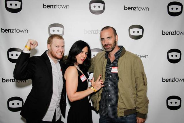 (de gauche à droite) : Kevin Horton, producteur, Nadine France Ellman, responsable des ventes Internationales et Shane Drasin, compositeur