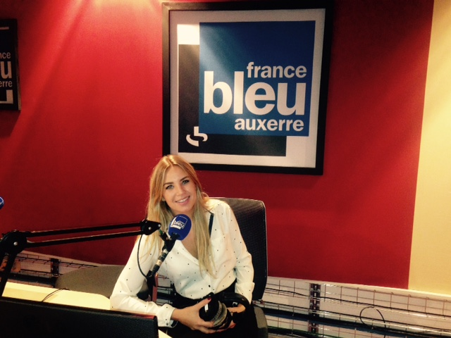 En plus de Nîmes, Jeanelle a aussi fait beaucoup de remplacements à France Bleu Auxerre. Elle également passée par Cherbourg et Avignon