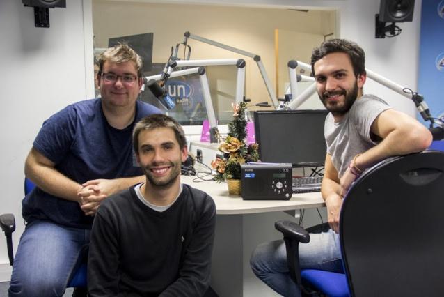 Da gauche à droite : Guillaume Planchard (animateur du 17/19) et qui a travaillé sur la programmation et l'habillage du flux Sun Noël, Thomas Groussaud (animateur du 7/9) et Arnaud Gruet (animateur du 17/19) © Sun