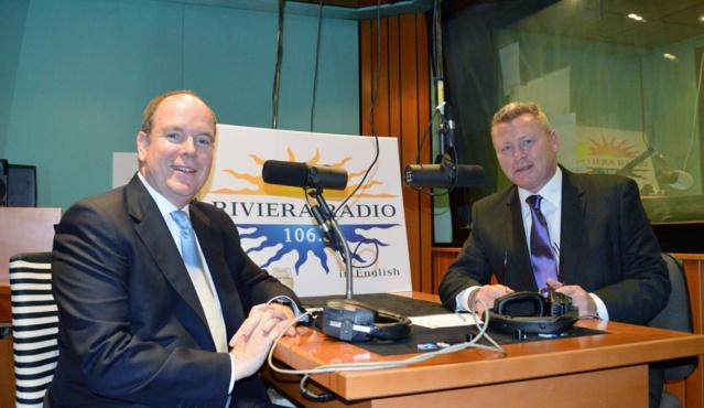 """S.A.S. le Prince Albert II de Monaco dans les studios de Riviera Radio, avec Rob Harrison, présentateur du """"Full English Breakfast Show"""", la matinale de la station monégasque"""