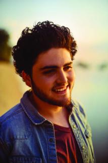 """Jeune chanteur périgourdin de 22 ans, Thibault Gaudillat dit TIBZ est l'auteur du 1er single """"On n'est pas bien là ?"""", hymne fédérateur sorti en 2015"""