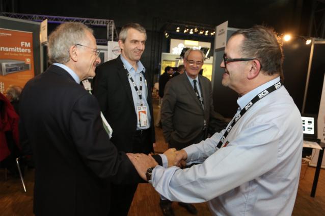 Le Président du CSA l'avait promis. Comme l'an passé, Olivier Schrameck a rencontré et échangé longuement avec l'ensemble des exposants (Ici avec Sylviano Marchione du Studec)