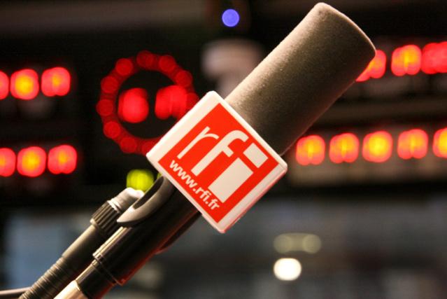 Au Gabon, RFI est diffusée en FM 24h/24 et 7j/7 à Libreville, Port Gentil et Franceville, ainsi qu'en ondes courtes et par satellite