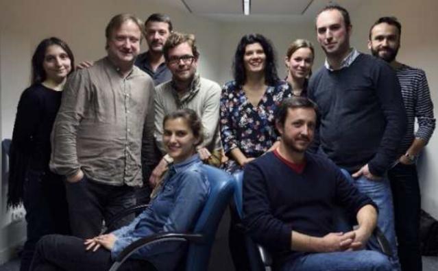 Estelle Cognacq, rédactrice en chef, Baptiste Schweitzer, rédacteur en chef adjoint, et une équipe mixte de dix journalistes issus des antennes radio et numériques de France Info