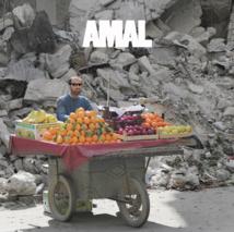 La pochette de la compilation est signée Mohammed Al-Khatieb, un journaliste syrien qui couvre le conflit
