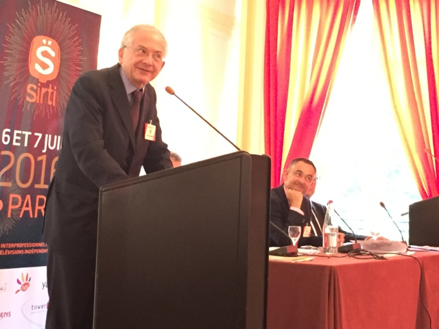 Olivier Schrameck, président du CSA, ce matin à l'assemblée générale du SIRTI. À Lille, Lyon et Strasbourg, jusqu'à 39 radios pourraient être autorisées et jusqu'à 26 dans les autres villes