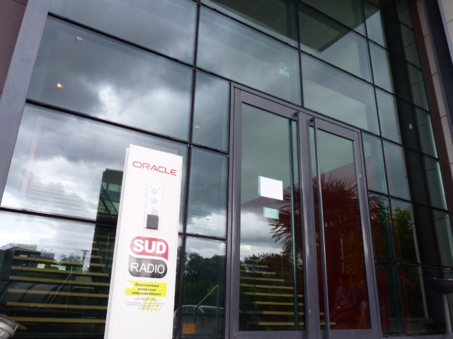 Les nuages s'amoncellent au siège de Sud Radio. © BV.