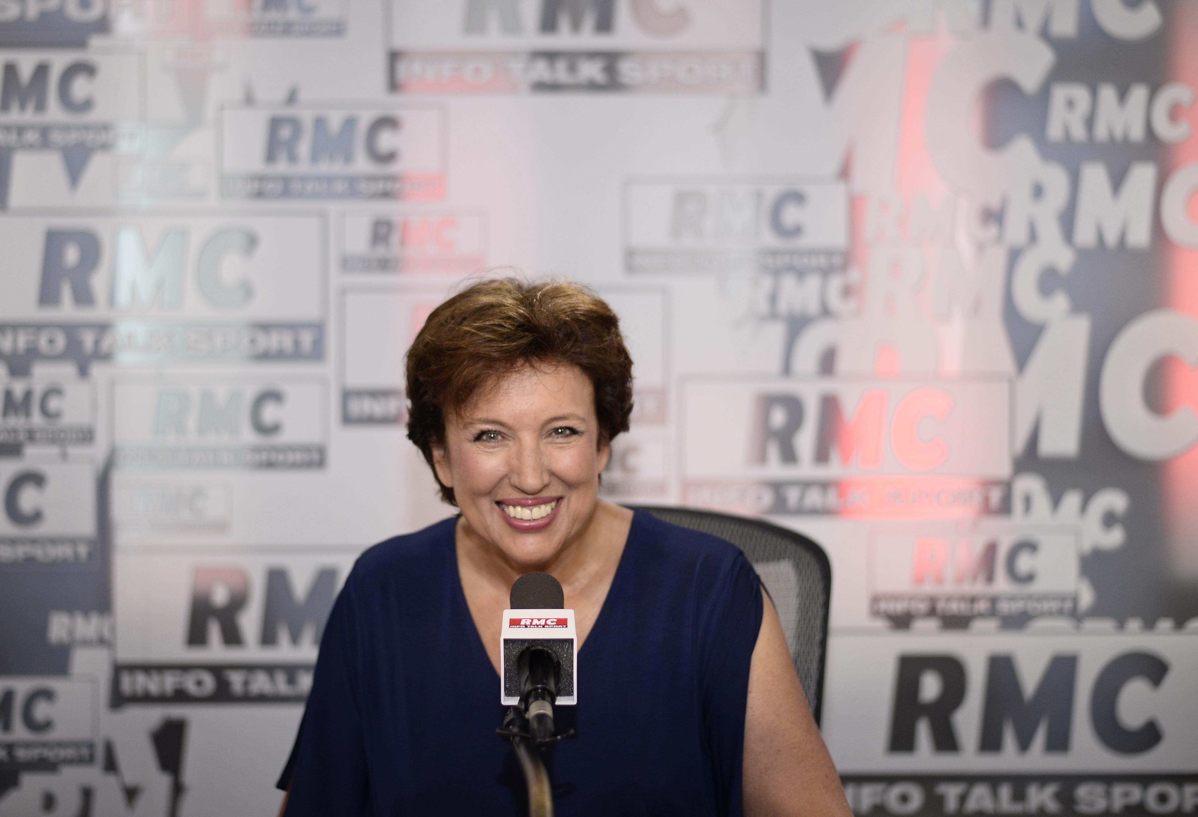 Roselyne Bachelot prend ses marques au micro de la radio aux 3612000 auditeurs. (Sources Médiamétrie/juillet-août 2016)  © ABACAPRESS/RMC.