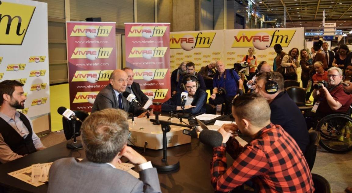 Alain Juppé interviewé par Vivre FM en direct du Salon Autonomic Paris 2016