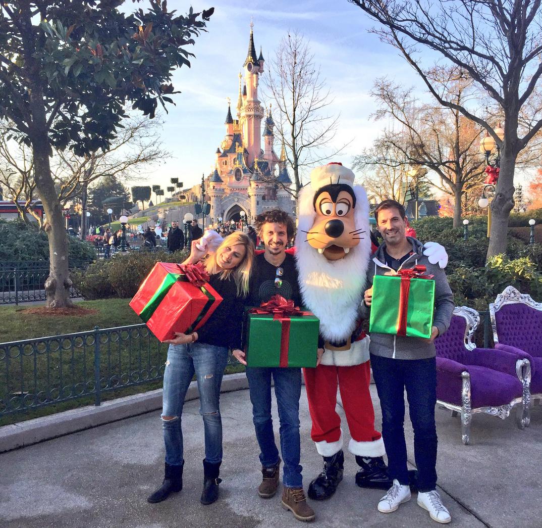 L'équipe du Double Expresso est déjà arrivée à Disneyland Paris ©Illustration Twitter