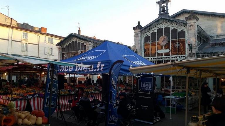 Tous les mois France Bleu La Rochelle fait découvrir à ses auditeurs un marché des deux Charentes © France Bleu