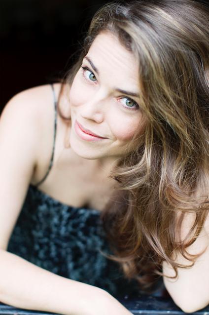 Emma Daumas sera en show case lors de la nocturne du Salon de la Radio © Eric Vernazobres - Abacaba