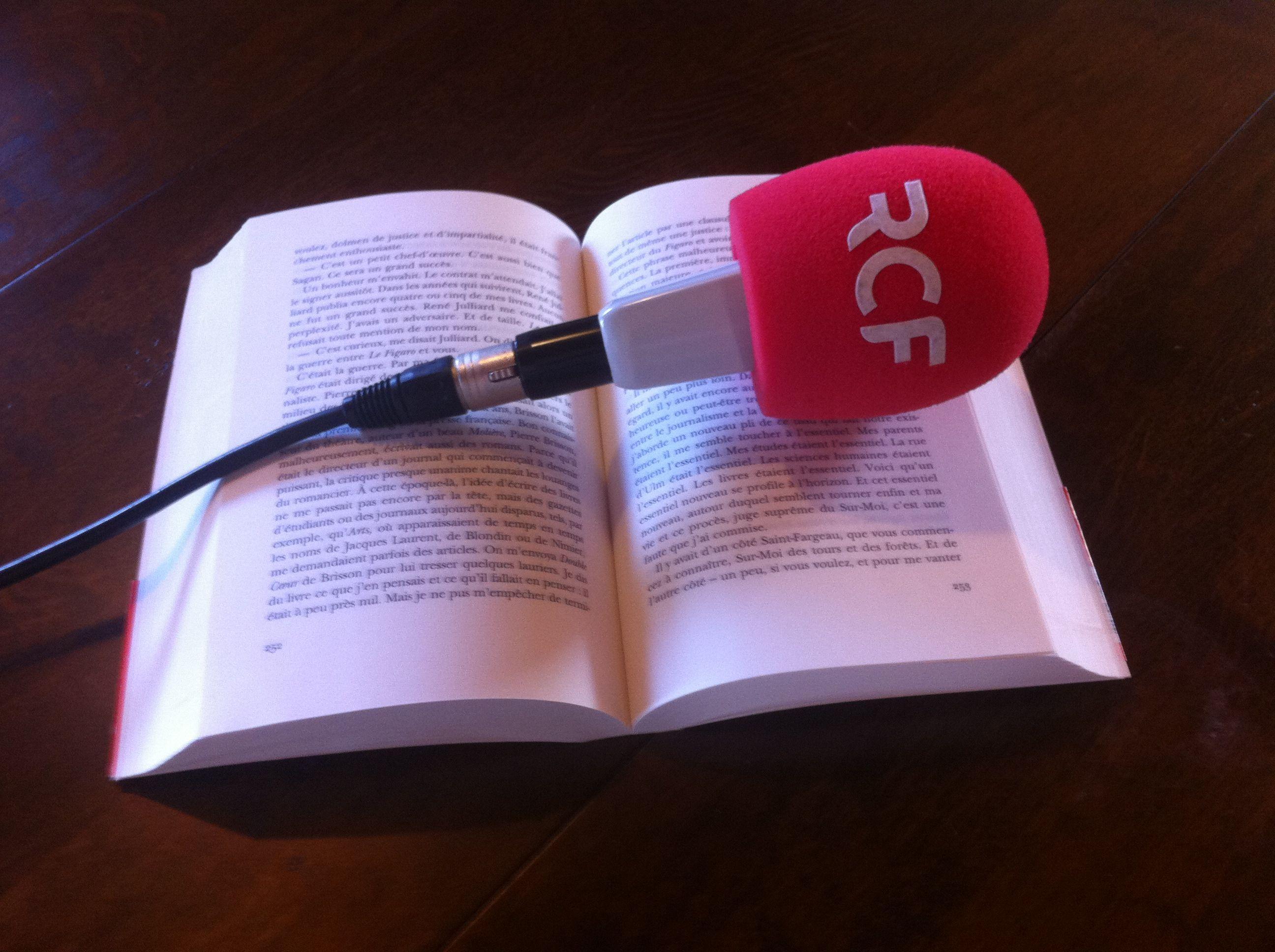 Charente FM, un livre mémoire du passé radio. © RCF Charente