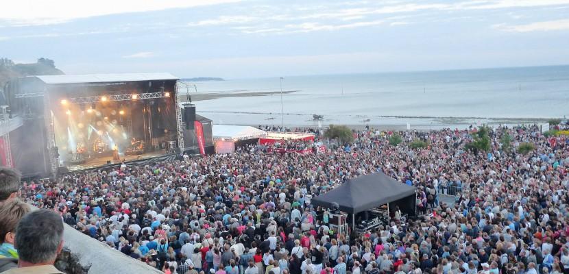À quelques pas de la mer, la scène du Tendance Live à Granville (Manche) accueillera plusieurs artistes le samedi 24 juin © Tendance Ouest