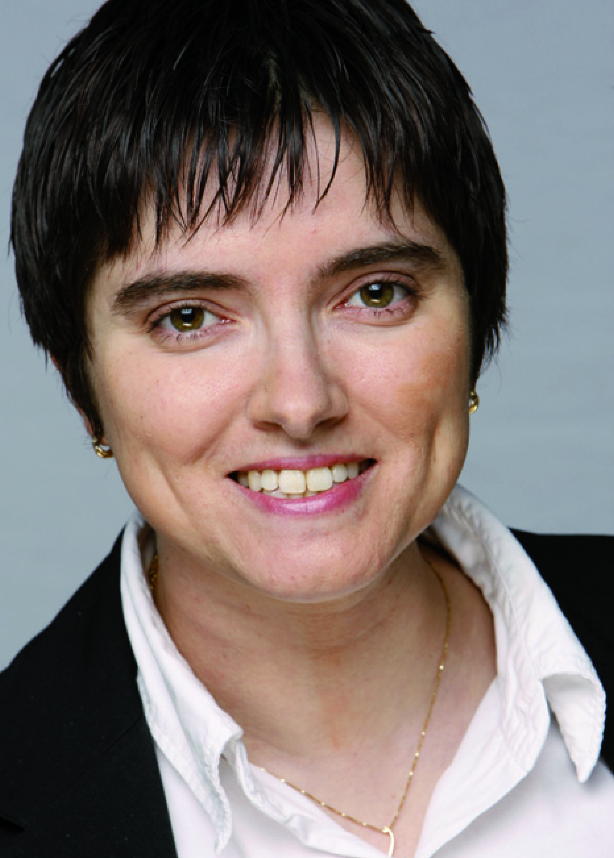 Laure Vignaux est consultante média numérique et stratégie de programmes et programmatrice musicale.