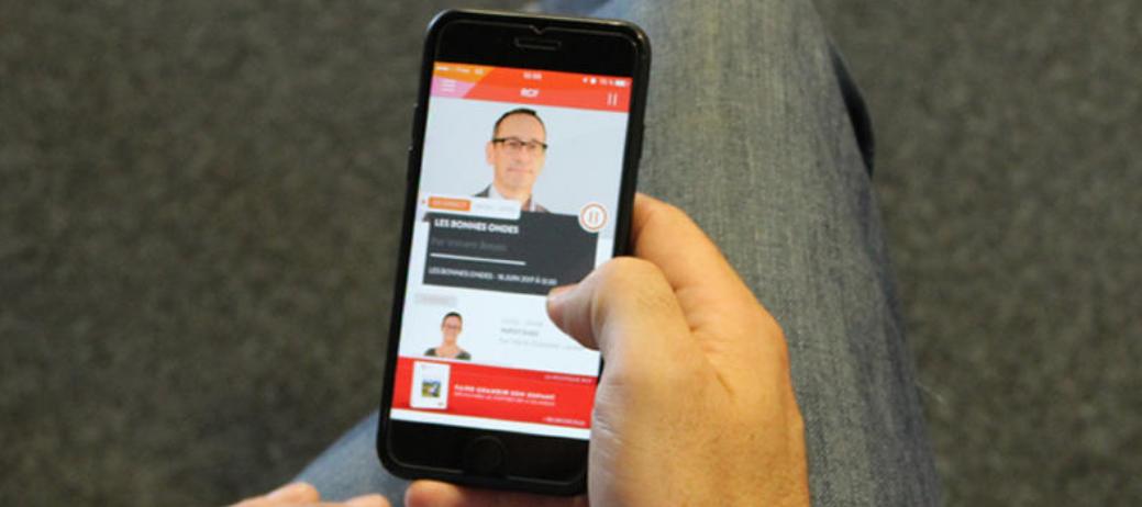 Disponible gratuitement sur l'AppStore et sur Google Play Store, la nouvelle application mobile RCF offre de nombreuses fonctionnalités © RCF / Céline Leignel