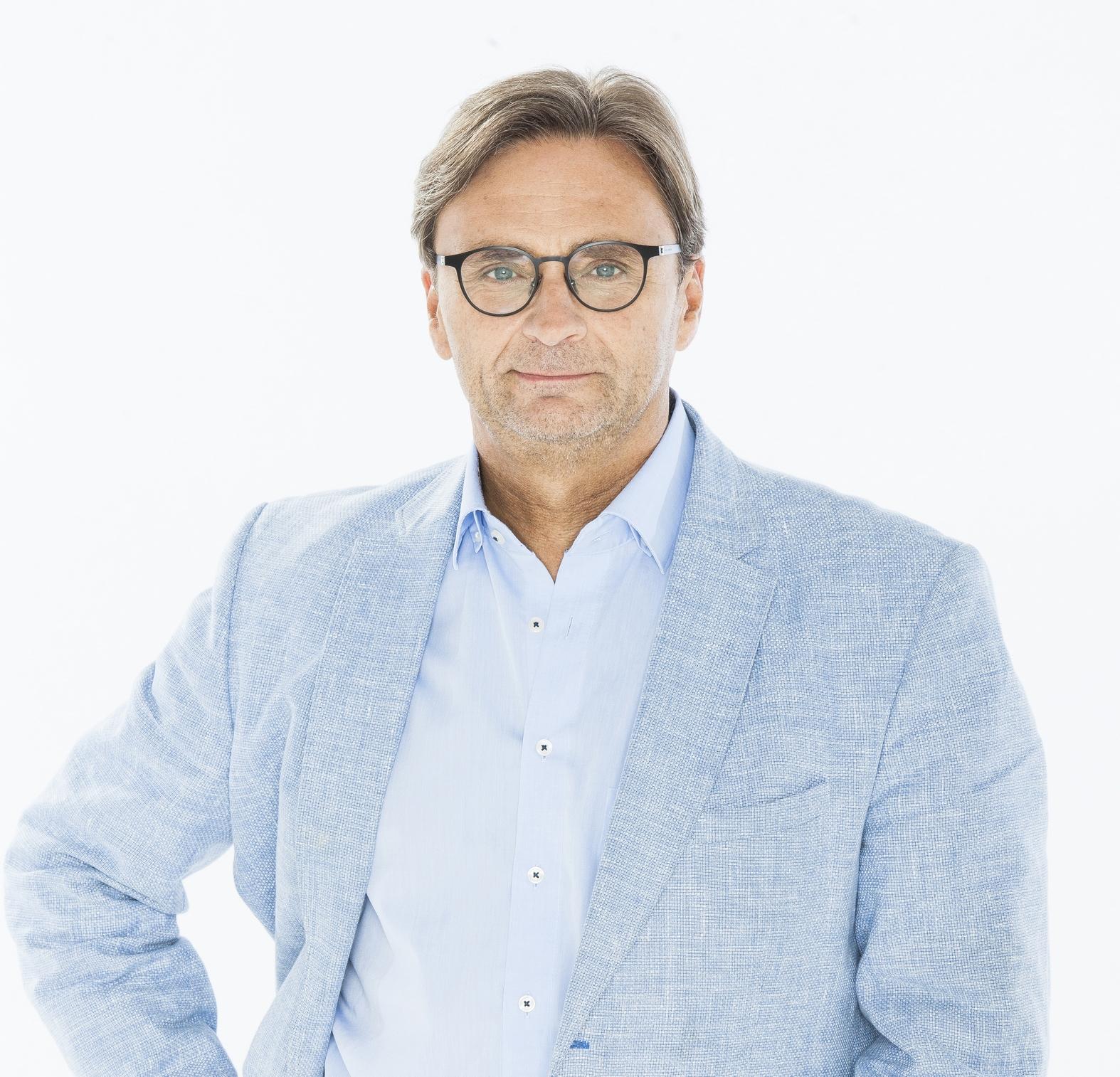 Francis Goffin dirige les radios publiques (La 1ère, VivaCité, Musiq'3, Classic21 et Pure) de la RTBF en Belgique © Sandra Reyckers