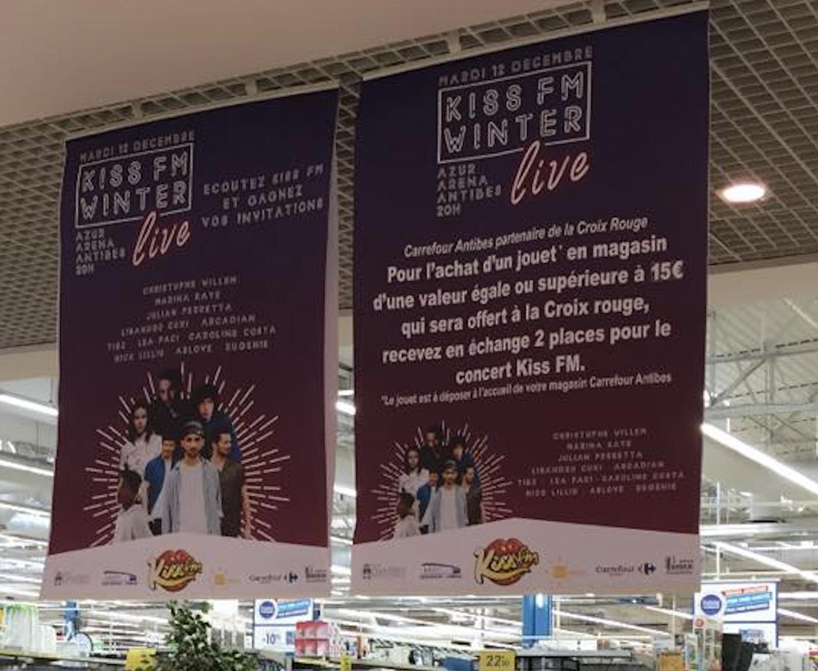 Le concert s'affiche déjà dans la galerie d'un centre commercial