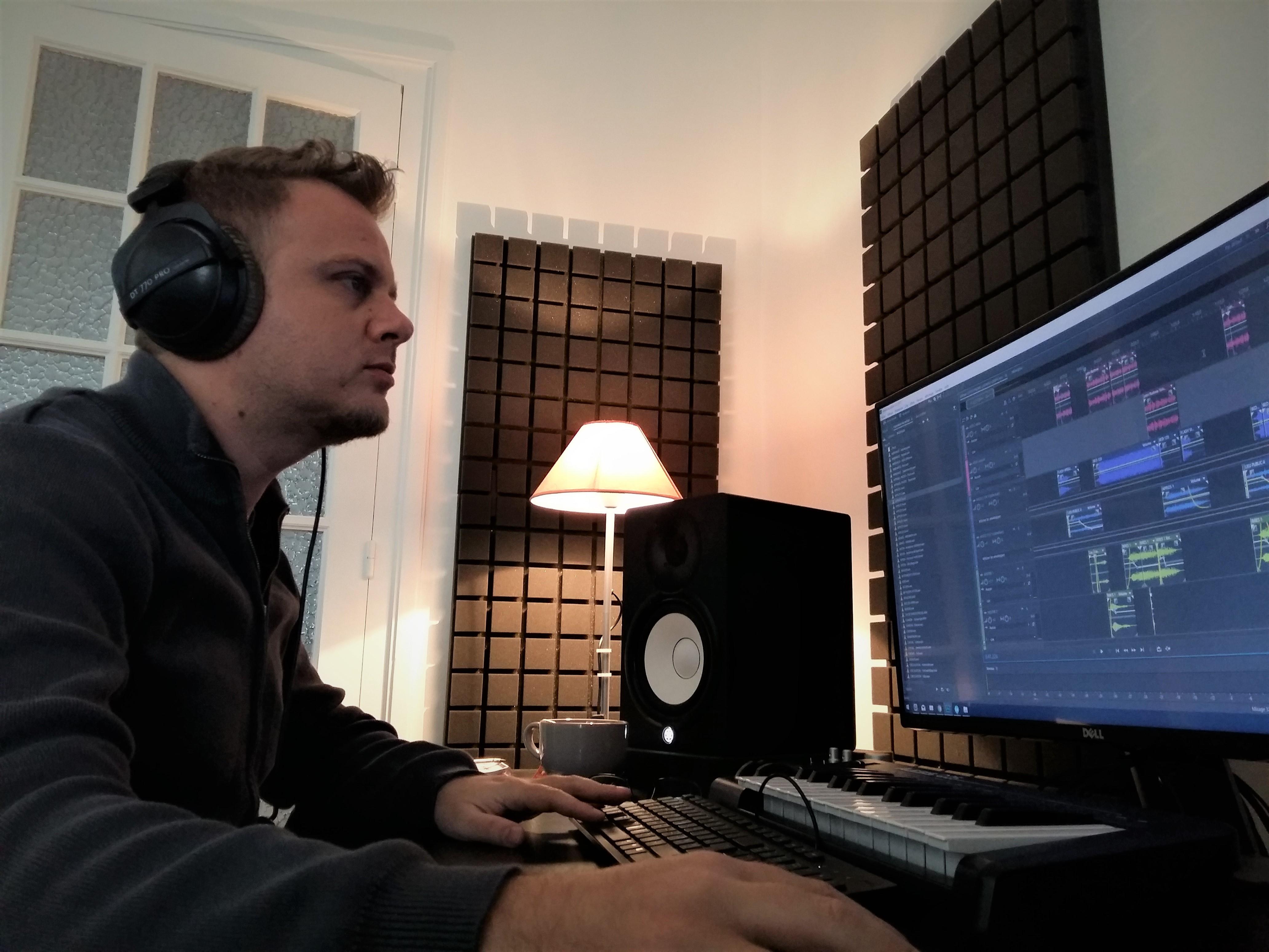 Jonathan Lacko habille des radios dans toute la France depuis plusieurs années.