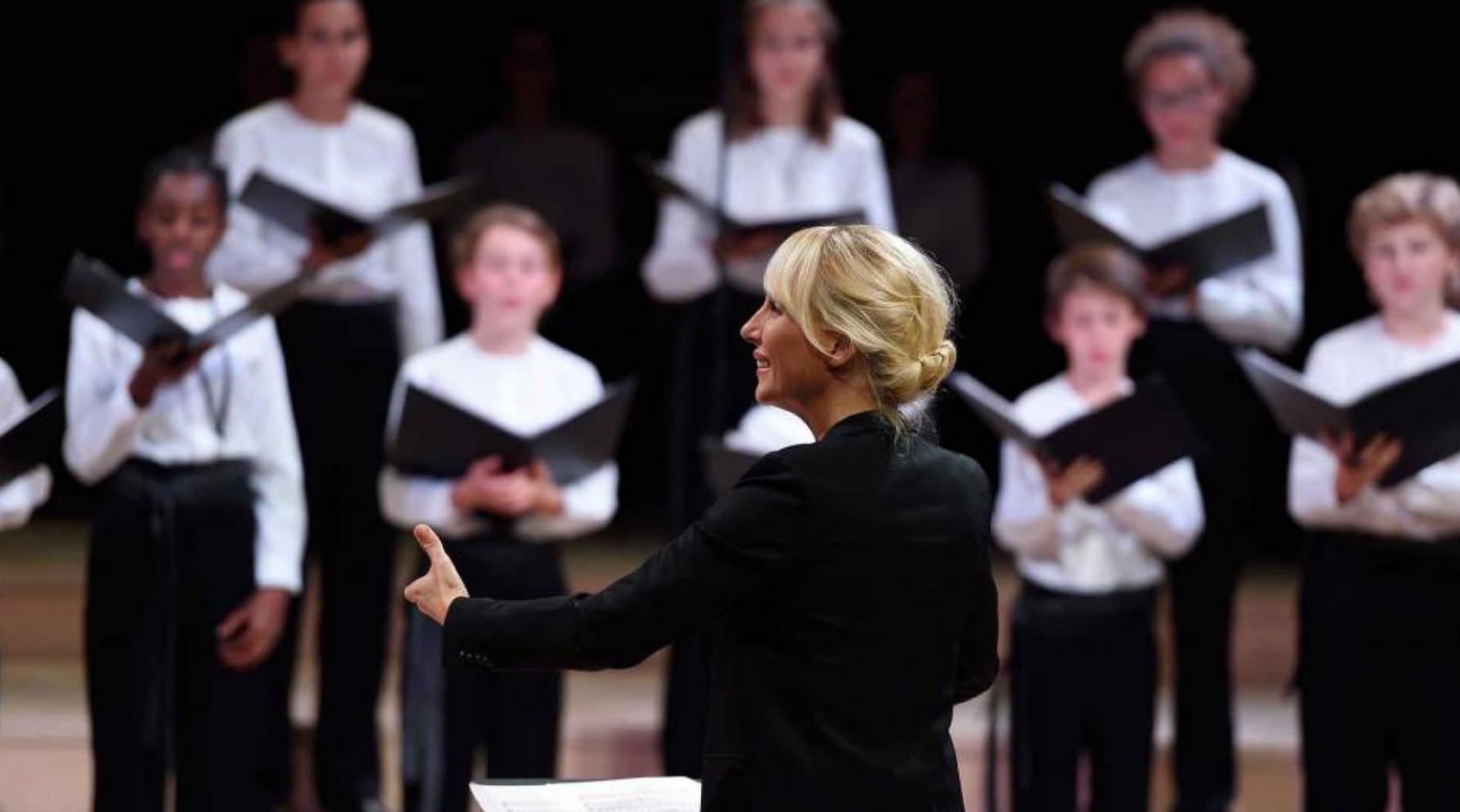 Sofi Jeannin dirige la Maîtrise de Radio France © Christophe Abramowitz / Radio France