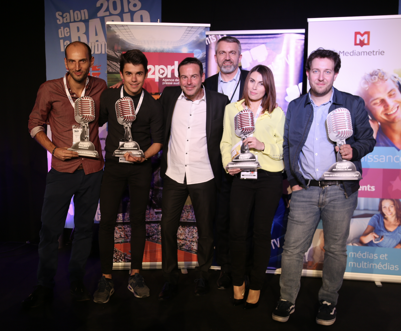 Les 4 jeunes Talents récompensés entourent Rémi Castillo et Philippe Chapot © Serge Surpin / La Lettre Pro